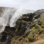 Le vent qui repousse une cascade